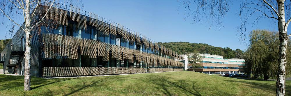 Facade sud du bâtiment Xavier LEVERVE à Jouy-en-Josas